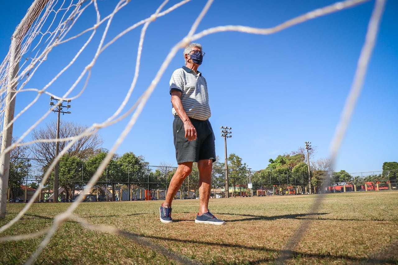 Ex-jogador Francisco Gonçalves foi lembrando em poesia feita em sua homenagem. (Foto: Henrique Kawaminami)
