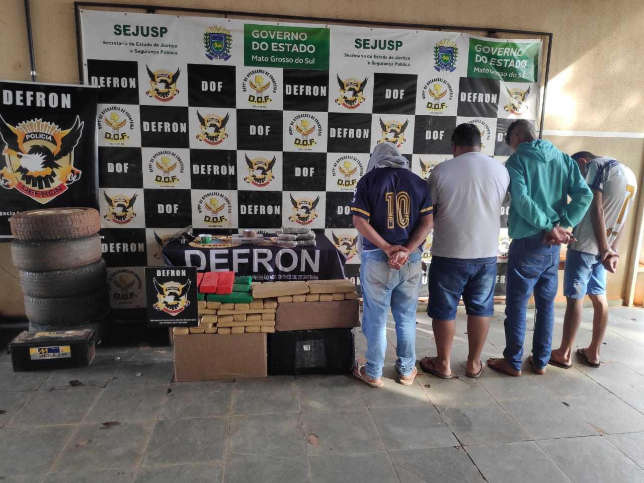 Os quatro presos hoje em Dourados, 3 por tráfico e um por porte de arma. (Foto: Adilson Domingos)