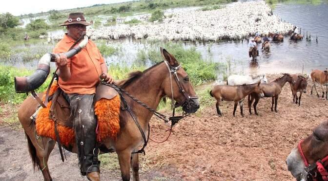 Trabalho duro e cheio de costumes será levado para a população durante um mês aos sábados e domingos em Coxim (Foto Divulgação)