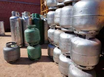 Preço do botijão de gás acumula alta de R$ 15 no ano