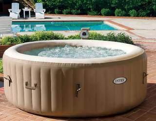 Spa com massagem relaxante e água aquecida. (Foto: Reprodução Site: www.leroymerlin.com.br)