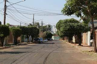 Rua Santo Antônio, na Vila Carvalho: já não cabem lavouras e nem boiadas. (Foto: Kísie Ainoã)