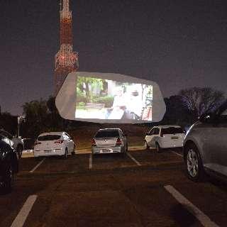 Na volta do Autocine, diversão está em curtir um cineminha a céu aberto