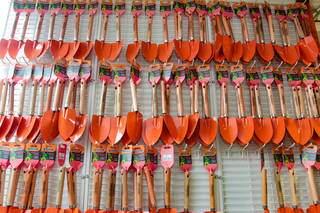 Loja tem desde a pazinha básica da jardinagem, até equipamentos complexos. (Foto: Marcos Maluf)