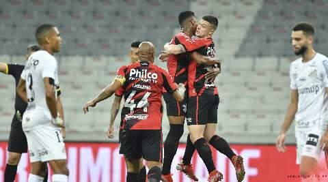 Athletico bate Santos e abre vantagem na Copa do Brasil
