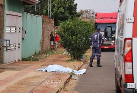 Homem é morto a tiros, mulher some e polícia procura por dupla