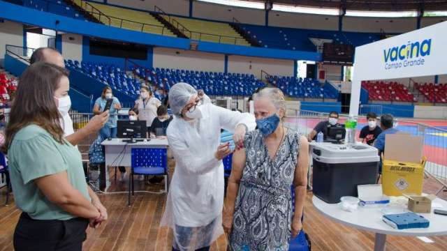 Capital abre 36 locais para aplicar 2ª e 3ª doses de vacina contra covid