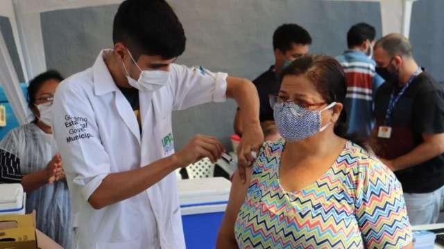 Capital leva vacinação contra covid para terminal de ônibus nesta terça