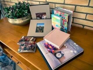 Coleção de álbuns de Mariana. (Foto: Arquivo Pessoal)