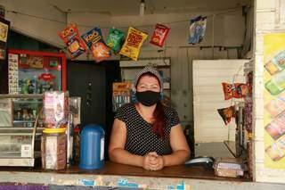 Etelvina de Souza Barbosa, de 38 anos, é uma das comerciantes que ainda permenace na Vila Ipiranga. (Foto: Kísie Ainoã)