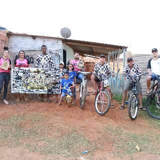 Amigos unem passeio de bike com ação para ajudar quem precisa