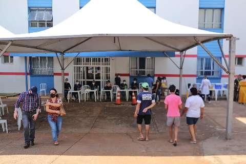 Vacinação itinerante aplicou mais de 600 doses durante o feriado no Centro