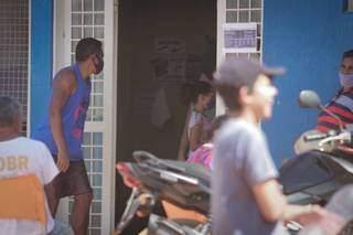 Na Capital, homem vai até UBS se vacinar contra a covid (Foto: Marcos Maluf/Arquivo)