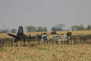 Aeronave ficou completamente destruída com as chamas. (Foto: Marcos Maluf)