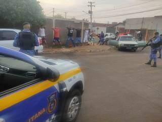 Abordagem da Guarda Municipal durante ação no Bairro Serra Azul, no fim de semana. (Foto: Direto das Ruas)