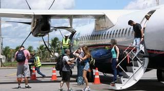 Turistas chegando em Bonito, em voo não regular operado pela Azul recentemente. (Foto: Edemir Rodrigues/Divulgação/Arquivo)