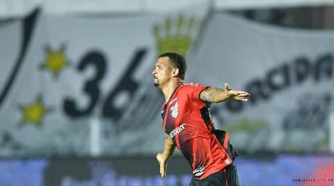 Athletico vence Santos por 1 a 0 e garante vaga nas semifinais da Copa do Brasil