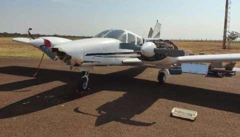 Mecânicos são presos ao retirar peças de avião danificado em pouso