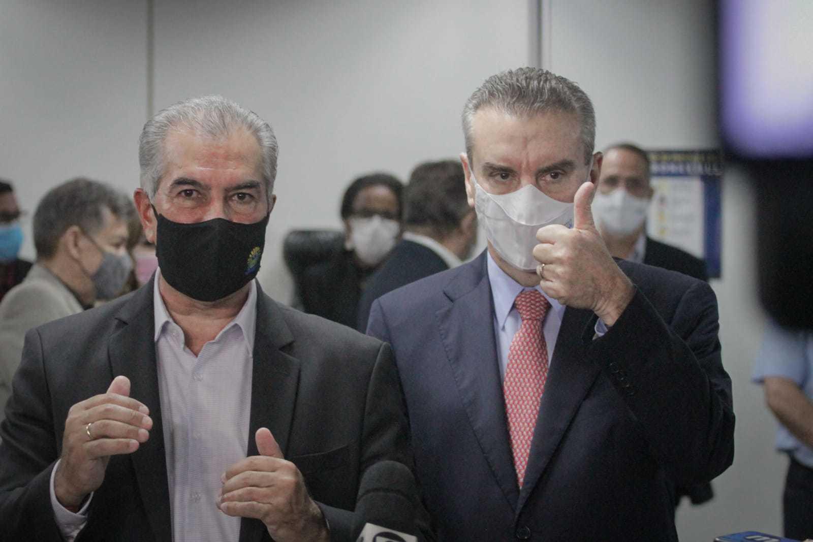 Governador Reinaldo Azambuja e o presidente da Assembleia Legislativa, deputado estadual Paulo Corrêa, durante coletiva. (Foto: Marcos Maluf)