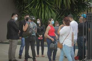 Família de Luiz em frente ao Fórum de Campo Grande. (Foto: Marcos Maluf)