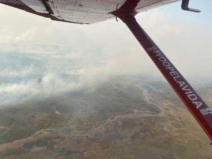 Bombeiros deixam Nabileque, mas fogo ainda devasta até ponte no Pantanal