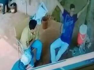 No dia seguinte ao crime, suspeitos foram gravados parecendo debochar de vítima (Foto: Reprodução)