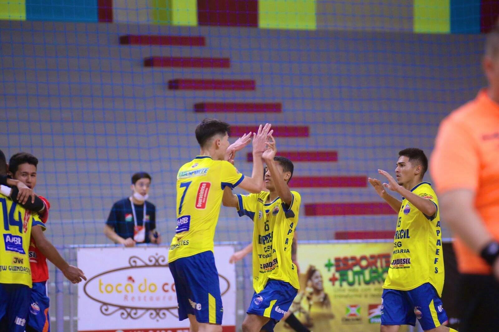Equipe de MS durante comemoração após um dos gols da partida (Foto: Mônia Cris/CBFS)
