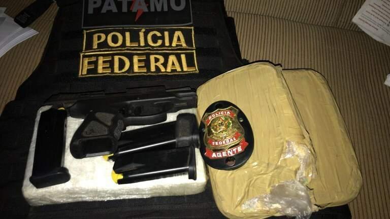 Armas e drogas apreendidas. (Divulgação PF)