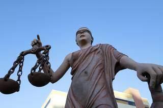Estátua que representa a Justiça no Fórum de Campo Grande. (Foto: Tribunal de Justiça MS)