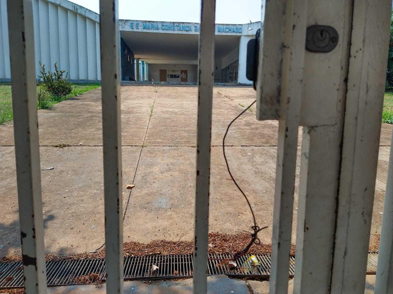 Portão de entrada da Escola Estadual Maria Constança Barros Machado. (Foto: Marcos Maluf)