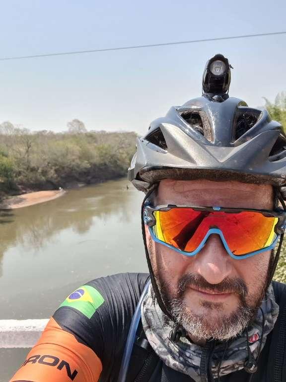 """Claúdio deu """"uma louqueada"""" e foi sozinho até Bonito de bicicleta"""