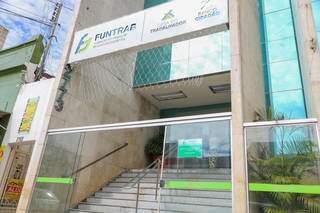 Fachada da Funtrab, em Campo Grande. (Foto: Marcos Maluf)