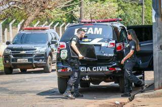 No segundo estabelecimento, uma televisão foi apreendida pela polícia. (Foto: Henrique Kawaminami)