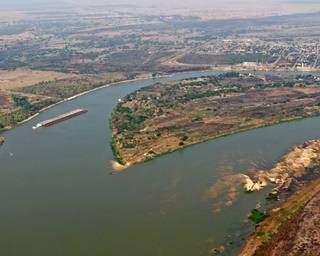Situação de seca registrada no Rio Paraguai, em Porto Murtinho, nesta quinta-feira. (Foto: Toninho Ruiz)