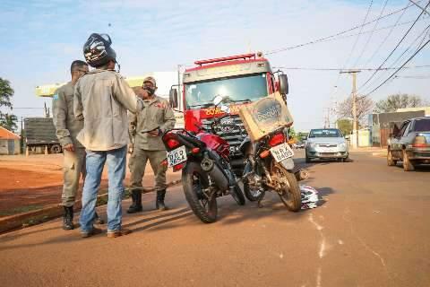Motociclista tenta entrar em posto e causa acidente no Estrela do Sul