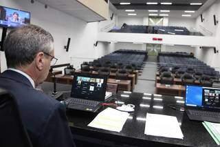Em sessão híbrida, deputados votaram em primeira discussão, os projetos do Executivo, nesta quinta-feira. (Foto: Wagner Guimarães)