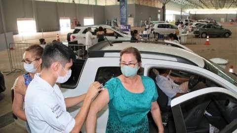 Com novo público, Capital aplica vacina contra covid até às 22h