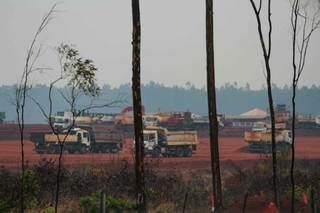 Canteiro de obras fica às margens da BR-262, a 10 km do perímetro urbano de Ribas. (Foto: Marcos Maluf)