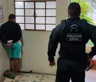 Um dos presos durante a operação. (Foto: Ac 24 Horas)
