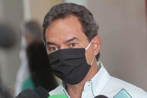 Para vacinar adolescentes, Marquinhos assinou termo de responsabilidade