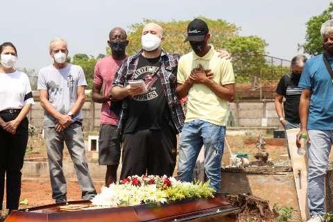 A poucos dia de sua estação preferida, Zé Pretim é sepultado no Cruzeiro