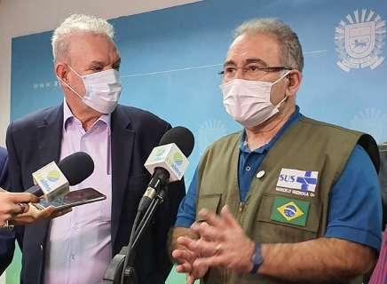 Ministro e secretário trocam farpas sobre avanço da vacinação