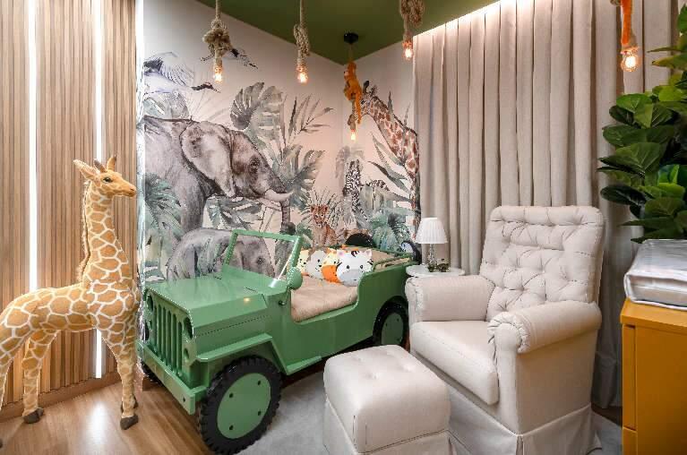 Paixão do avô inspirou quarto do neto com cama em forma de Jeep