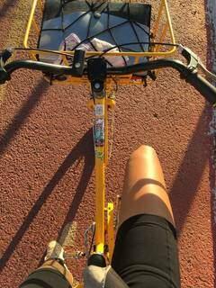 Jovem é apaixonada por pedalar e garante que trabalho é motivo de alegria (Foto: Arquivo pessoal)