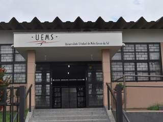 Entrada da unidade da Uems, em Paranaíba. (Foto: Divulgação)