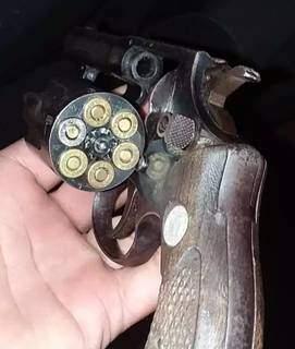 Arma que estava com Vinicius foi apreendida. (Foto: Direto das Ruas)
