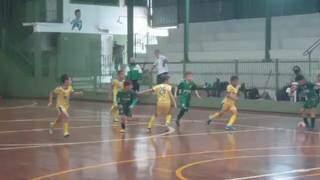 Meninos do futsal durante partida realizada na rodada passada. (Foto: Divulgação)