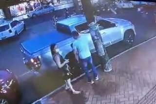 Casal foi preso em flagrante após venda de caminhonete alugada (Foto: Reprodução)