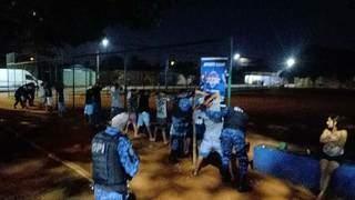 Pessoas sendo abordadas por equipe da Guarda Civil Metropolitana nesta sexta-feira (17). (Foto: Divulgação/GCM)