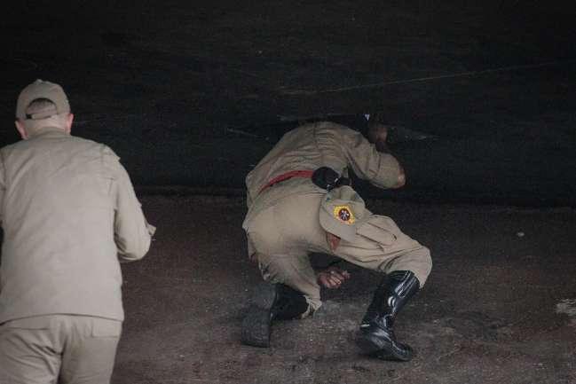Andarilho sente mau cheiro e encontra cadáver dentro de estrutura em viaduto